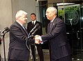 Joschka Fischer und Colin Powell 2005.jpeg