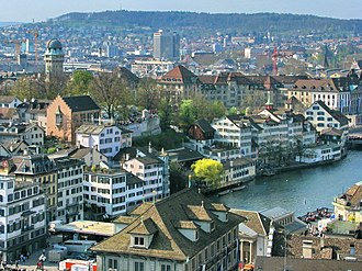Lindenhof hill - Schipfe quarter, Limmat, Lindenhof hill and Käferberg (in the background), as seen from Grossmünster (April 2010)