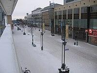 Kävelykatu Manski maaliskuussa.jpg