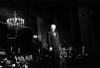 Paul Hörbiger - Hörbiger performing at the Kabarett der Komiker in Berlin, 1938