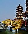 Kaohsiung Lotus Pond Tiger- & Drachenpagode Tiger 2.jpg