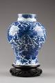 Kinesisk porslinsurna på fotställ, från 1660-1680 - Hallwylska museet - 95609.tif