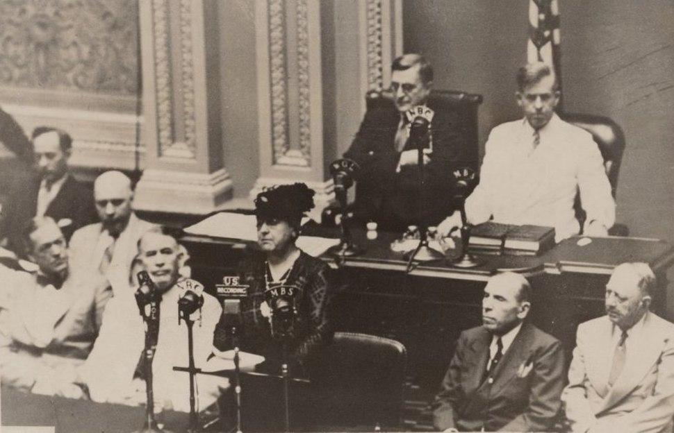 Koningin Wilhelmina spreekt het Amerikaans congres toe (cropped)