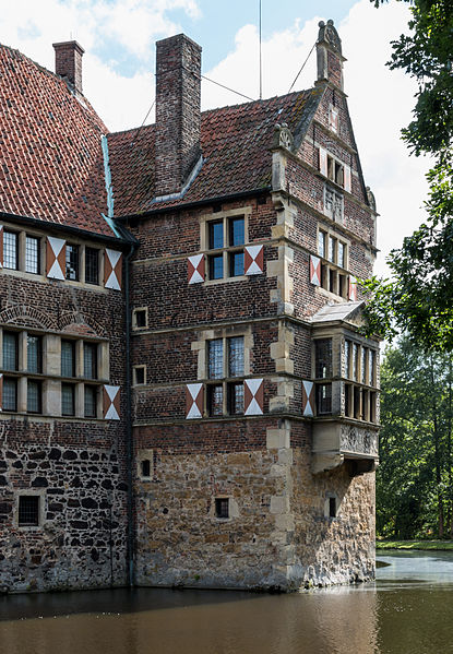 File:Lüdinghausen, Burg Vischering -- 2014 -- 3025.jpg
