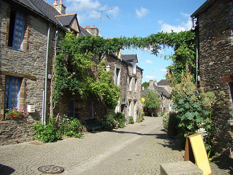 Rue fleurie à La Gacilly