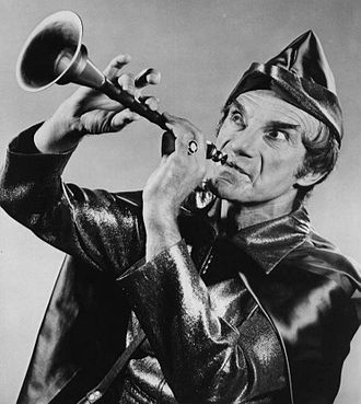 """Jonathan Harris - Harris as Mr. Piper in the Land of the Giants episode """"Pay the Piper,"""" 1970"""