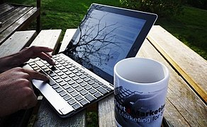 File:Laptop And Coffee Cup (22804923).jpeg