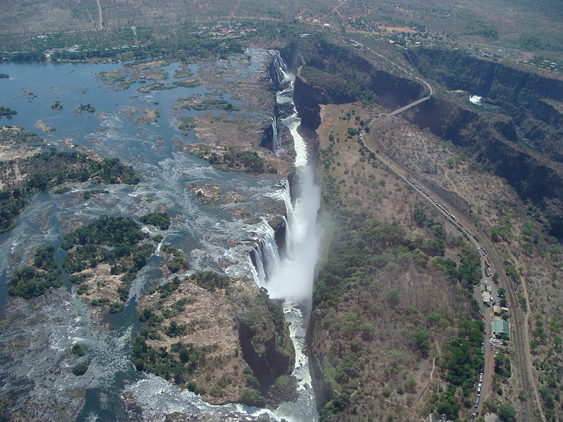 File:Lascar Victoria falls from a helicopter (4548273362).jpg
