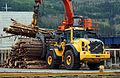 Lasting av tømmer på Hagland Borg (7649735938).jpg