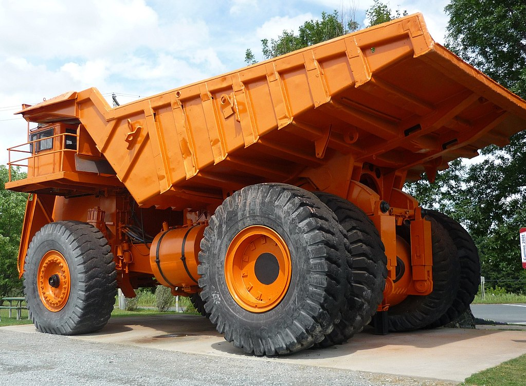 One Ton Truck >> File:Lectra Haul giant mining truck in Asbestos, Quebec ...