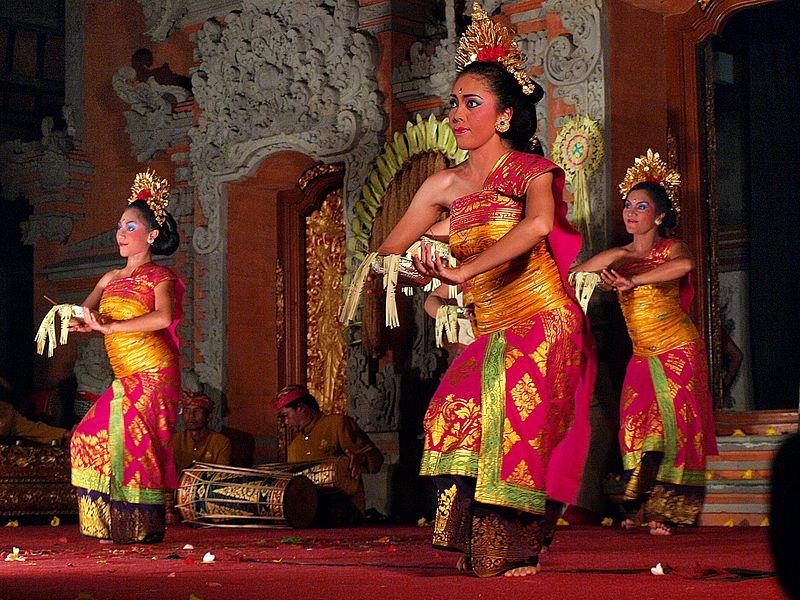 File:Legong Dance, Ubud, Bali 01.JPG