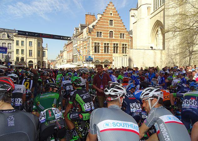Leuven - Brabantse Pijl, 15 april 2015, vertrek (C03).JPG