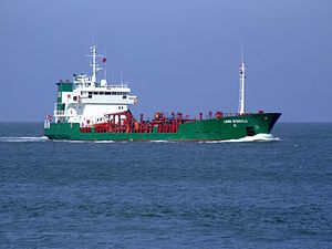 Lone Wonsild IMO 8802791 approaching Port of Rotterdam, Holland 08-Apr-2007.jpg
