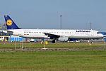 Lufthansa, D-AIRR, Airbus A321-131 (15836885203) (2).jpg