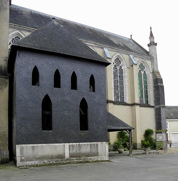 Église Saint-Pierre de Méral (53). Nouveau beffroi.