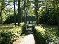 Mały domek w pobliżu pomnika Hansa Romera, założyciela lasu - panoramio.jpg