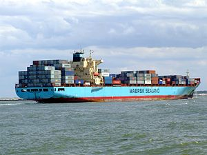 Maersk Gateshead p10 approaching Port of Rotterdam, Holland 08-Jul-2007.jpg