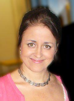 Magdalena In de Betou indfører indspilning af Extra Extra i 2006.