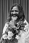 Maharishi Mahesh Yogi (1st Sept 1967 in Amsterdam by Merk Ben from Nationaal Archief).jpg
