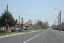 Main street of Popovitsa.JPG