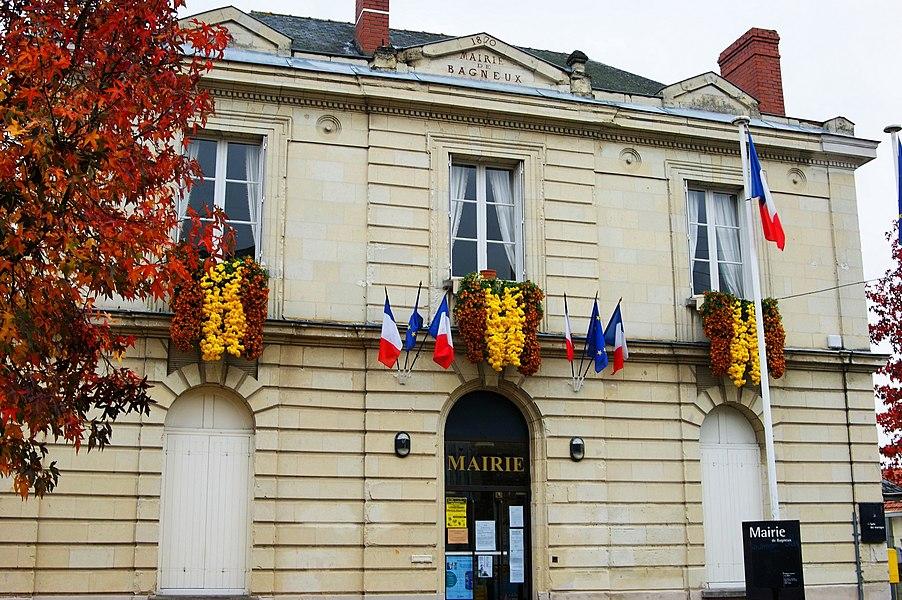 Mairie de Bagneux en Maine et Loire proche de SAUMUR. Cette mairie, construite par Charles JOLY-LETERME, (architecte de la ville de SAUMUR entre 1841 et 1869) a été achevée en 1870.