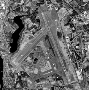 Manchester–Boston Regional Airport - Air photo taken 11 April 1998