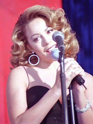 Amarte Es un Placer (album) - Image: Mariah Carey 11 Edwards Dec 1998
