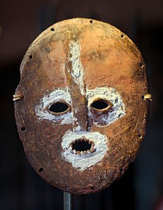 Mask in elephant bones and plant fibres - Lega, DRC - Royal Palace, Brussels.JPG