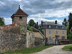 Maussans, château et son pigeonnier.jpg