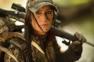 Melissa Bachman - Melissa Bachman rifle hunting in 2014
