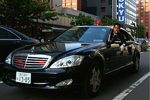 Security Police (Japan) - Security Police officer in a Mercedes-Benz S600 during escort duty at the 34th G8 summit in Tōyako, Hokkaidō.
