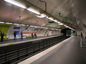 Montparnasse – Bienvenüe (Paris Métro) - Image: Metro 4 quais Montparnasse