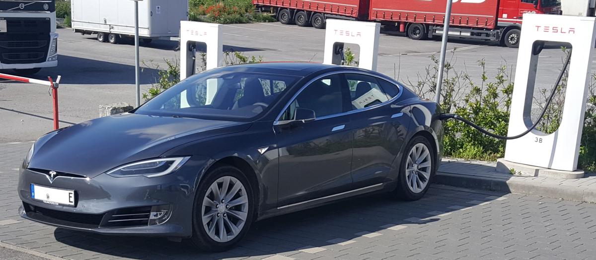 Motor For Electric Car >> Tesla Model S - Wikipedia