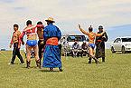 Mongolskie zapasy na lokalnym festiwalu Naadam (05).jpg