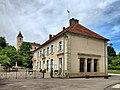 Montarlot-lès-Rioz, la mairie-lavoir et l'église.jpg
