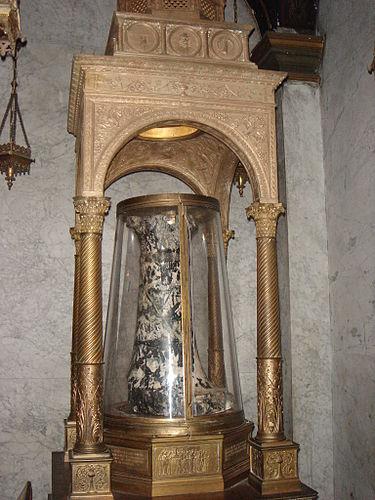 https://upload.wikimedia.org/wikipedia/commons/thumb/e/e9/Monti_-_santa_Prassede_colonna_flagellazione_01396.JPG/375px-Monti_-_santa_Prassede_colonna_flagellazione_01396.JPG