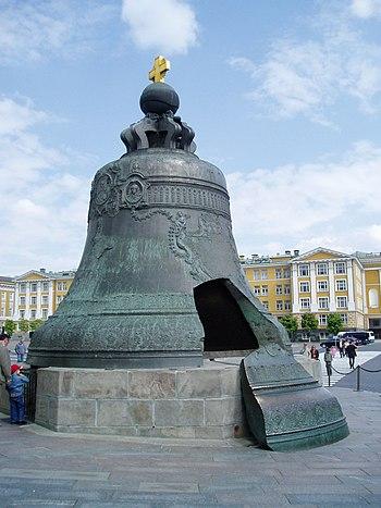 Car-kolokol ( rus. царь–колокол ) doslova &;cár/kráľ