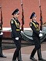 Moskva Cestna straz pred hrobom neznameho vojaka 1a.jpg