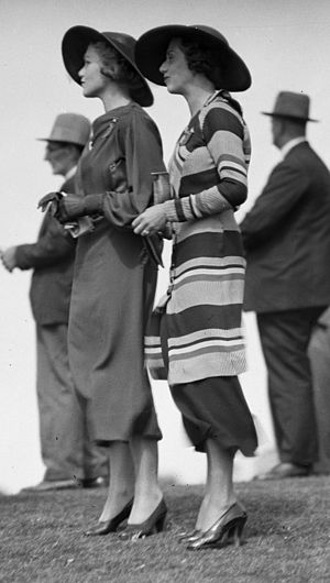 1934 in Australia - Two fashionably-dressed women at the Warwick Farm Racecourse in Australia, 1934.