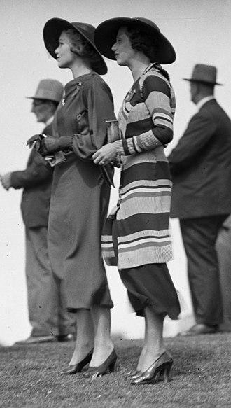 1934 in Australia - Two fashionably-dressed women at the Warwick Farm Racecourse in Australia, 1934.