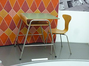 English: Arne Jacobsen's school dest from his ...
