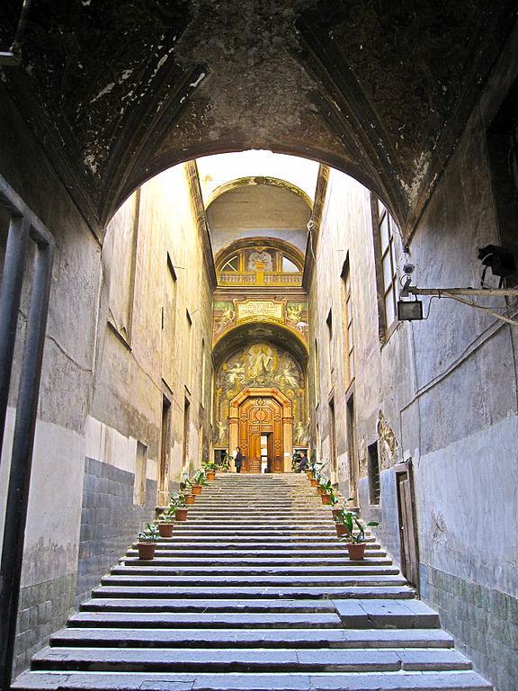 Entrée du cloître de San Gennero à Naples. Photo de Armando Mancini.