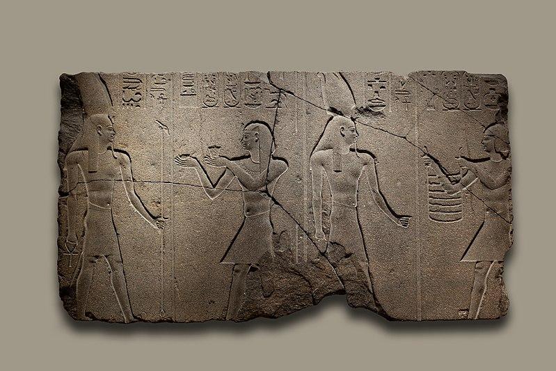File:Nectanebo II Offers to Osiris Hemag MET 12.182.4c EGDP011900.jpg