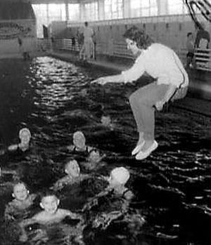 Nel van Vliet - Image: Nel van Vliet coaching in 1957