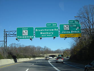 Northern State Parkway - The Northern State Parkway eastbound at the junction with exit 33, the Wantagh State Parkway in West Jericho