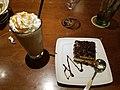 Olive Garden dessert (27785757824).jpg
