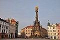 Olmuetz, Oberring mit Dreifaltigkeitssaeule, Rathaus und Brunnen (24743820958).jpg