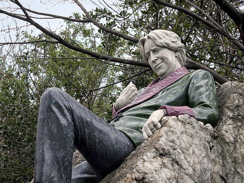 Oscar Wilde Statue (4503030408).jpg