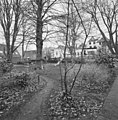Overzicht tuin met speelplaats en achtergevels - Gouda - 20358824 - RCE.jpg