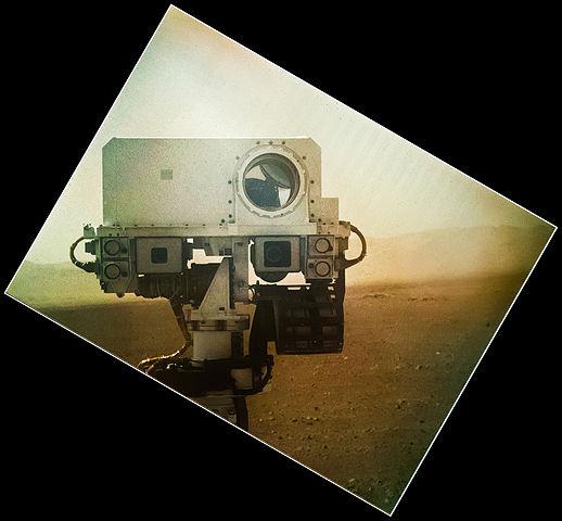 518px-PIA16149_MSL_Curiosity_Rover_Self_Portrait_colour_correction.jpg